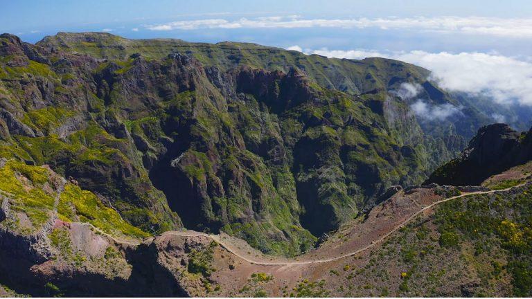 Pico Ruivo heißt auf deutsch Rote Spitze .