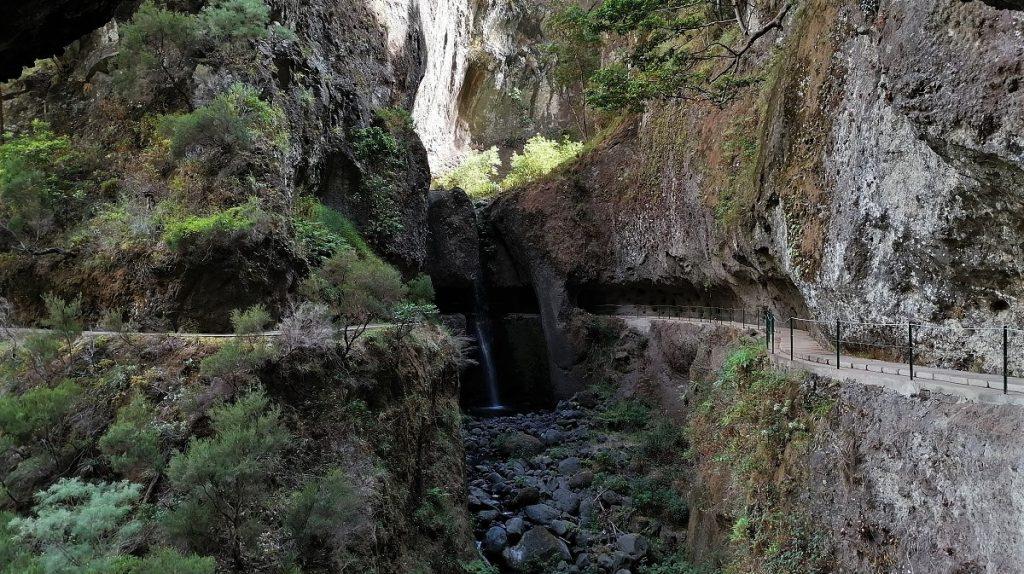 Madeira Levada mit Wasserfall